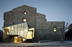 Kulturní centrum Convent de sant Francesc je starý kostel s jizvami modernosti