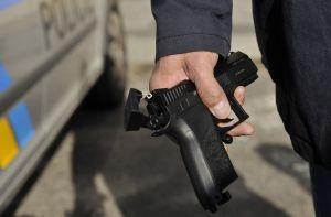 Plastová pistole, z níž muž střílel na prezidenta Klause.