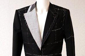 Na kolik vás vyjde oblek upravený přesně pro vaši postavu? Stejně jako lepší konfekce