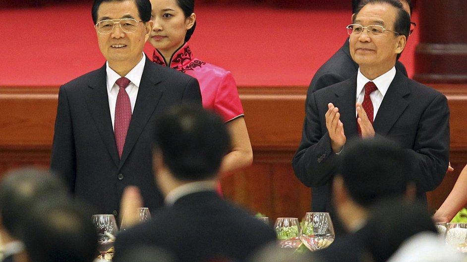 Čínský prezident Chu (vlevo) s premiérem Wenem