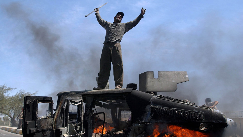 Známá fotografie Muhammeda Muheisena z AP. Irák, 24. dubna 2004