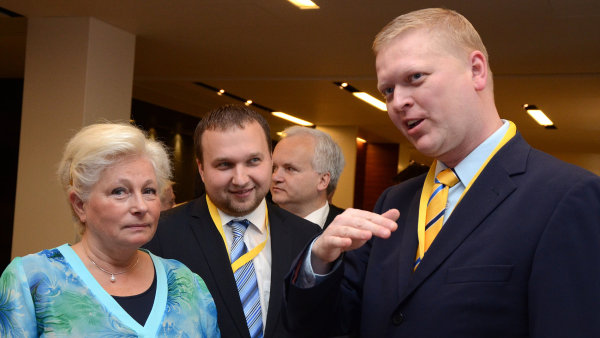 Europoslankyně Roithová a předseda KDU-ČSL Pavel Bělobrádek (vpravo)