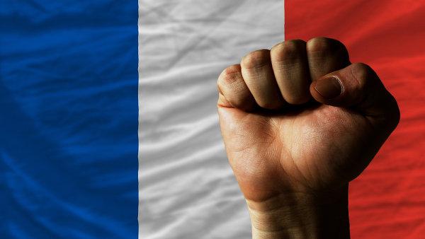 Francouzský prezident Hollande chce udržet zaměstnanost v tamním průmyslu za každou cenu. (Ilustrační foto)