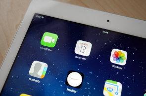 iPad byl před čtyřmi lety terčem vtipů, poté změnil svět, a nyní ztrácí pozici na trhu