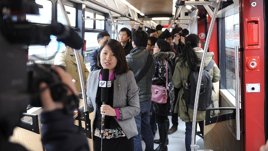Představení tramvaje 15T v Číně