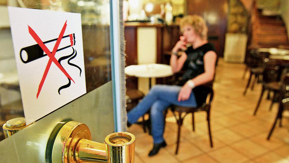 kuřák chodící s nekuřákem problémy s datováním jediného rodičovství