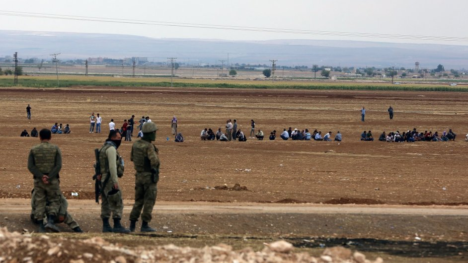 Turečtí vojáci u hranic se Sýrií