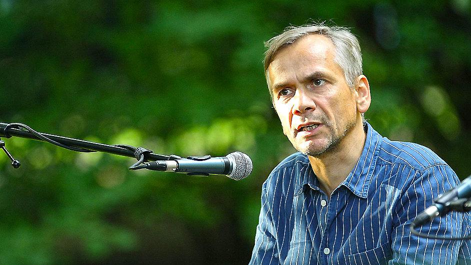 Kruso je románovou prvotinou Lutze Seilera.