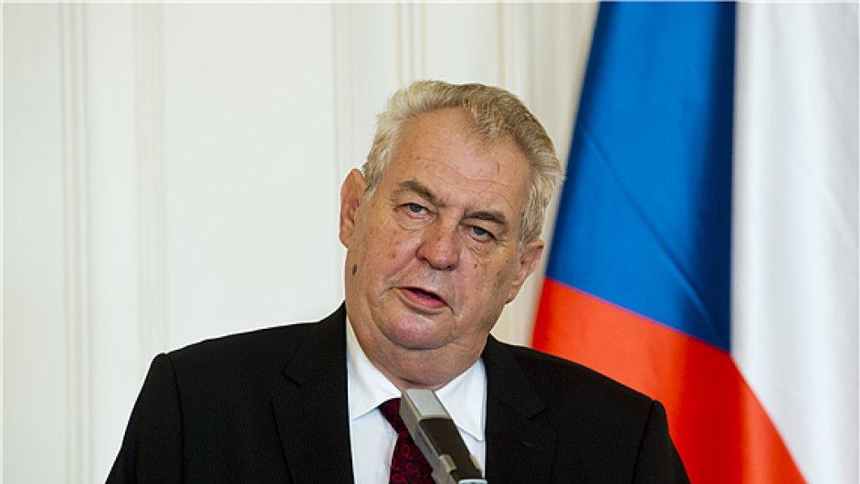 Miloš Zeman na pondělní tiskové konferenci.