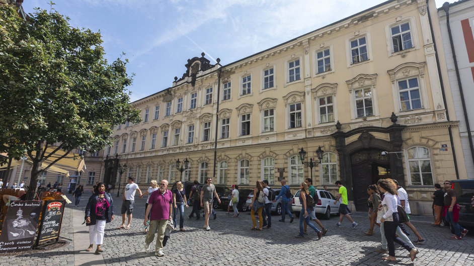 Úřad pro zastupování státu ve věcech majetkových začal uklízet v množství nemovitostí, které stát vlastní.