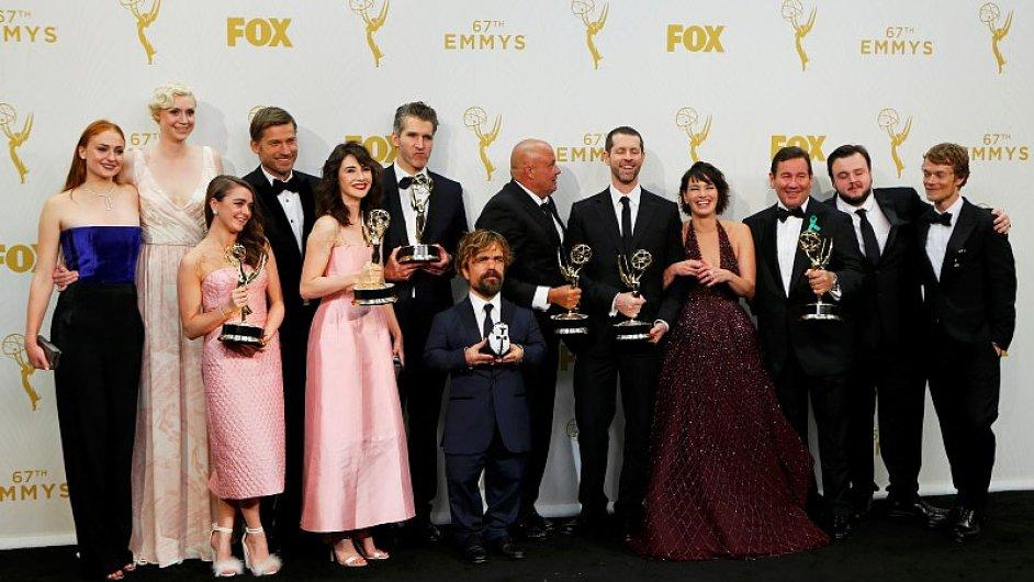 Tvůrci a herci ze seriálu Hra o trůny na nedělním předávání cen Emmy.