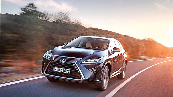 Agresivní vizáží Lexus trochu klame. Ve skutečnosti upřednostňuje klidnější cestování.