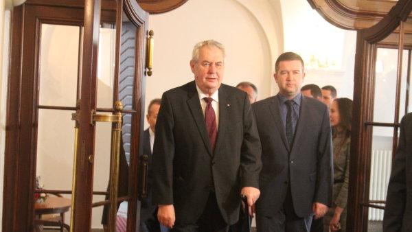 Prezident Milo� Zeman p�i�el do sn�movny