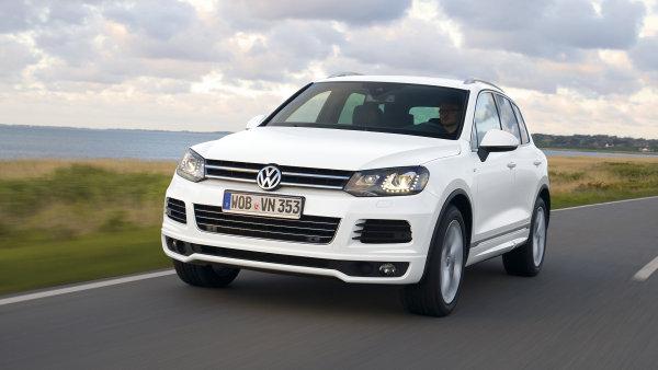Svol�v�n� kv�li z�vad� na ped�l� se t�k� i voz� Volkswagen Touareg.