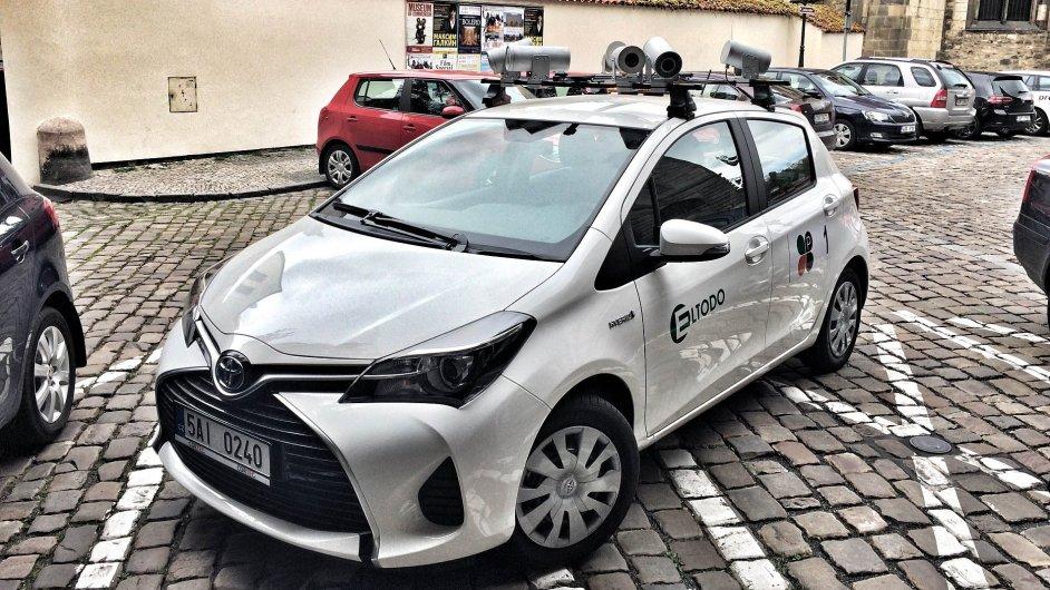 Auto s kamerami, které bude v Praze hlídat parkování.