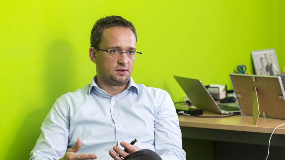 Stovky nových bankomatů. chce během krátké doby generální ředitel Air Bank Michal Strcula.