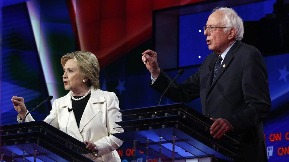 Hillary Clintonová stále nenašla recept, jak se zbavit svého soka v primárkách Bernieho Sanderse.