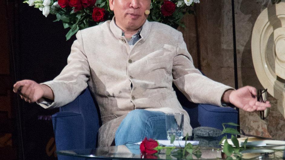 Snímek z vystoupení Jen Lien-kcheho na Festivalu spisovatelů.
