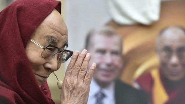 Opět v Praze. Dalajlama je jedním z prominentních hostů konference Forum 2000.