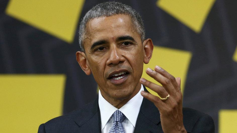Dosluhující americký prezident Barack Obama na summitu APEC.
