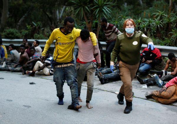 Na 300 migrantů proniklo z Maroka do španělské enklávy.