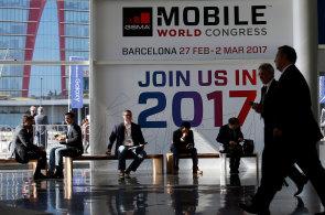 Mobilní veletrh v Barceloně ovládnou telefony bez rámečků. Vrátila se i legendární Nokia