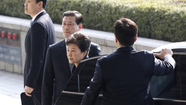 Po zbavení funkce prezidentku Pak Kun-hje nechrání imunita, a může tak být trestně stíhána.