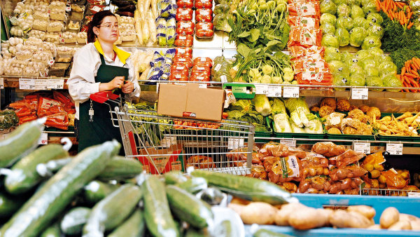 Řetězce neustále optimalizují zásobu jak v distribučních centrech, tak v prodejnách. Dodavatelé tak jsou tlačeni k častějším dodávkám.