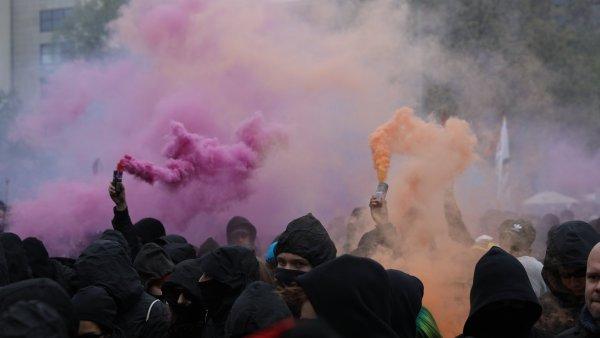 Důvodem pro policejní zásah bylo podle hamburské policie nezákonné zakrytí obličejů protestujících. - Ilustrační foto