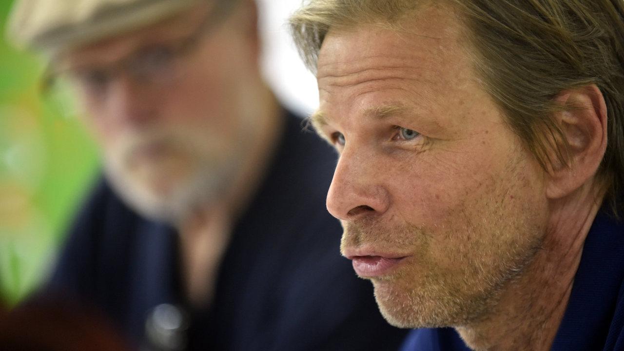 V popředí je režisér Daniel Bergman, vzadu filmař Jan Troell. Oba jsou hosty Letní filmové školy v Uherském Hradišti.