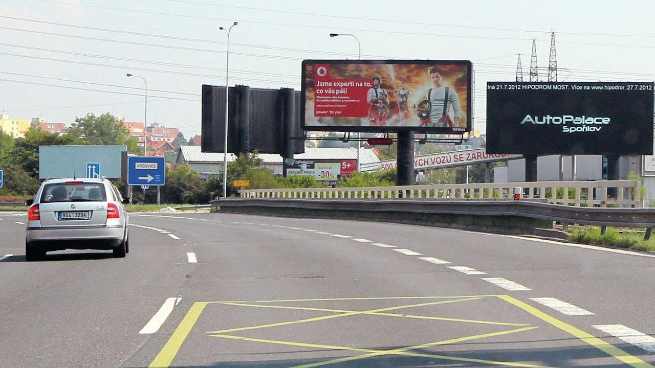 Billboardy u silnic - Ilustrační foto.