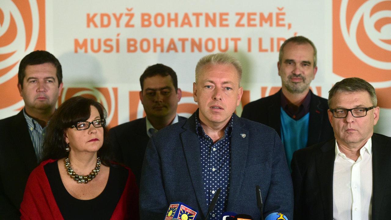 Vedení strany by mělo odstoupit, zní od některých členů ČSSD.