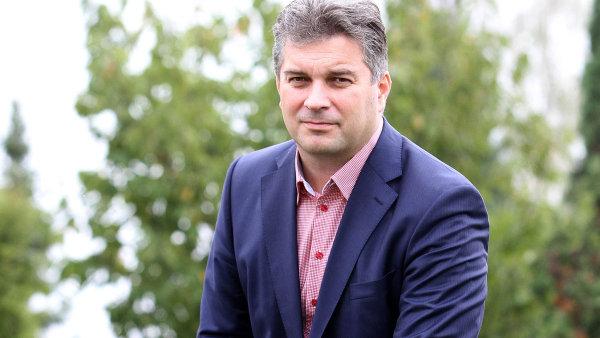 Pavel Hrdina drží vespolečnosti Europasta jednu třetinu.