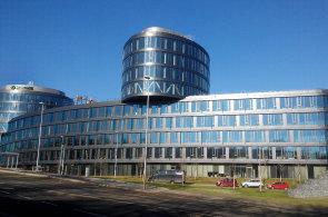 Čistý zisk Sberbank CZ se loni zvýšil na 424 miliónů korun. Na snímku nové sídlo banky na pražské Waltrovce.