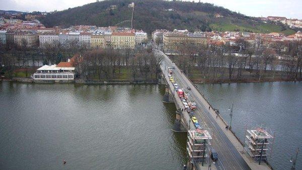 Most Legií spojující břehy Vltavy od Národního divadla přes Střelecký ostrov na Újezd byl otevřen v roce 1901.