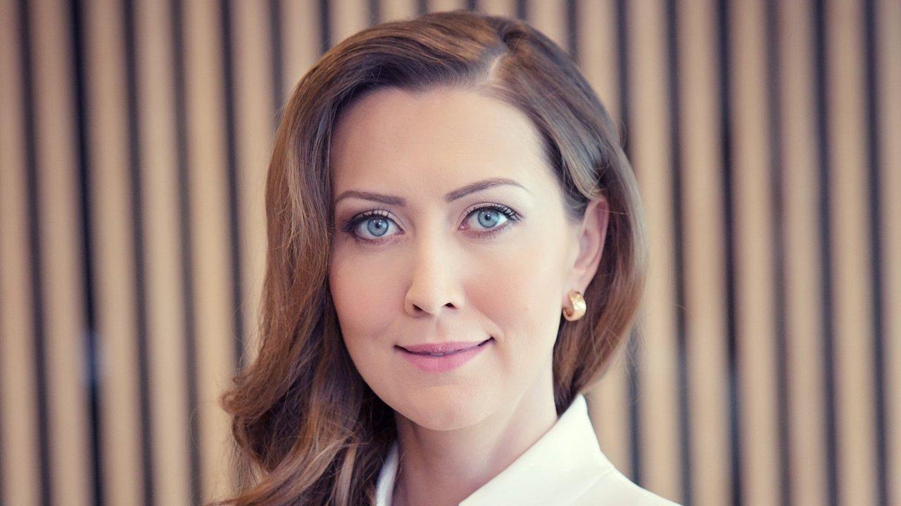 Anna Macaláková, členka představenstva J&T BANKY
