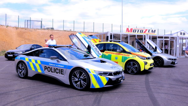 Pozor na českou policejní i8 i za hranicemi, hlídkuje a měří rychlost také v Německu.