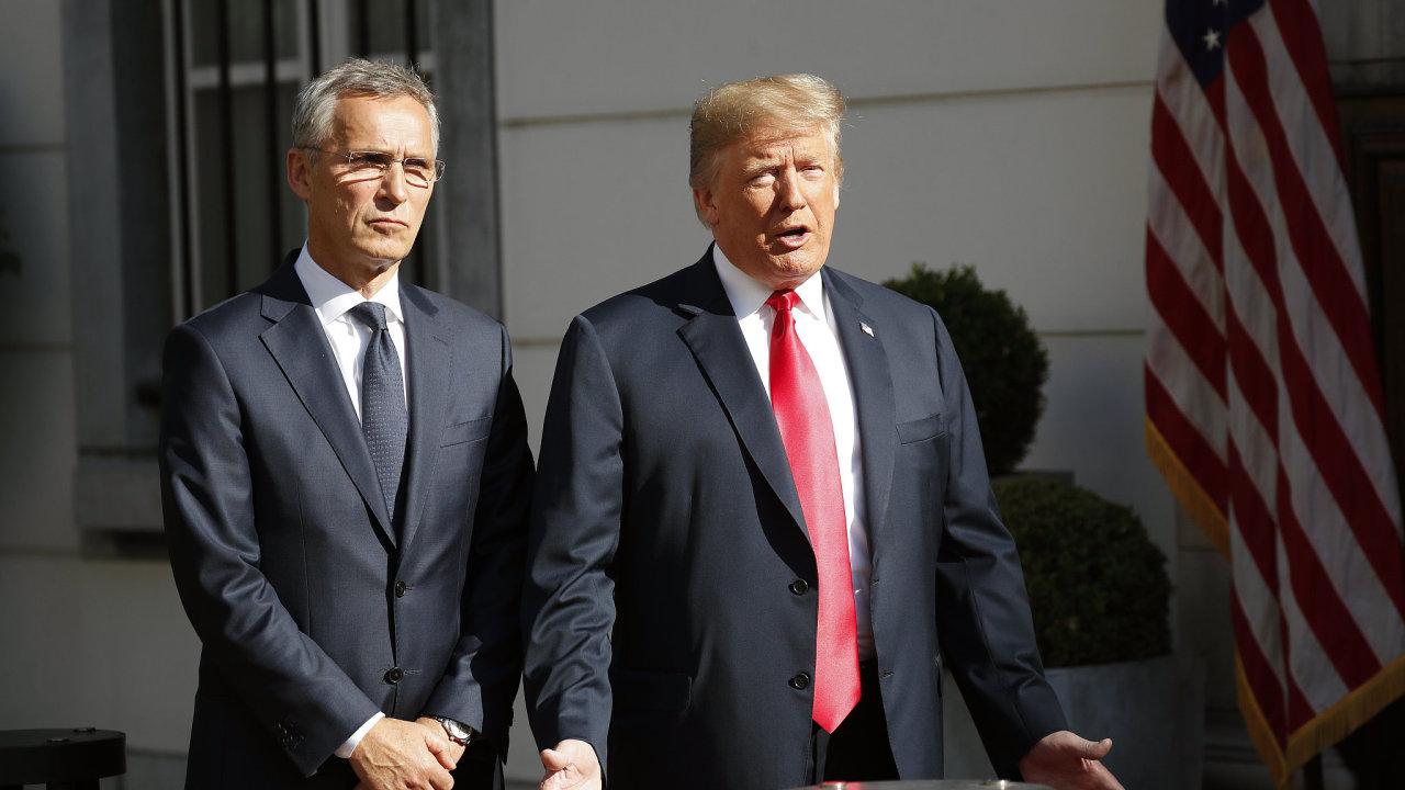 Donald Trump ostře kritizoval Německo za jeho obchody s Ruskem při schůzce s generálním tajemníkem aliance Jensem Stoltenbergem.