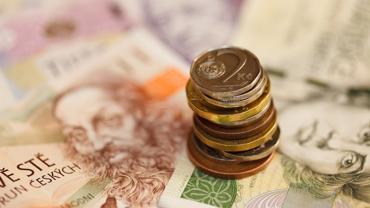 Průměrná částka, kterou dlužníci poukazují na úhradu dluhů ze svých příjmů, se v roce 2018 zvýšila na 2200 korun - Ilustrační foto.