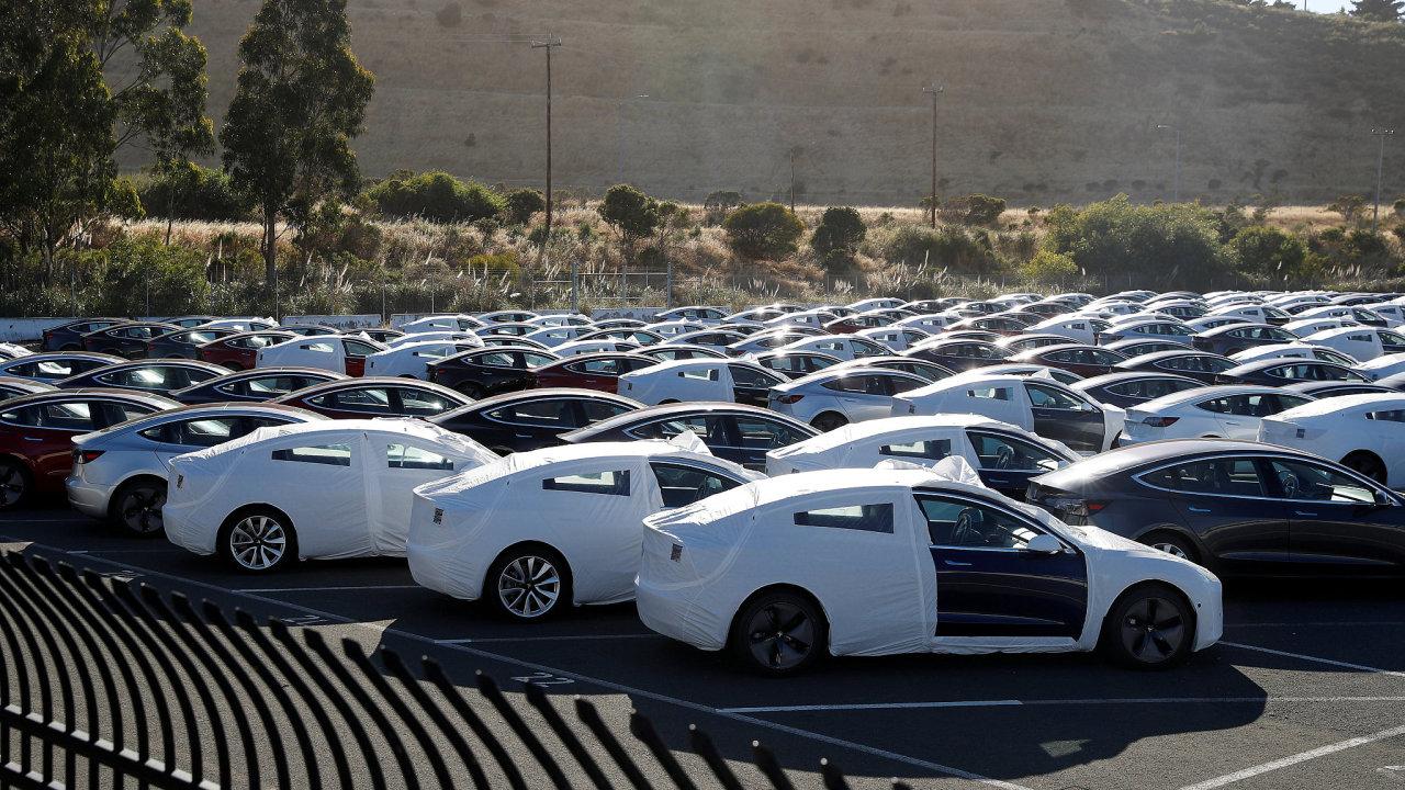 Současná výrobna vozů Model 3 společnosti Tesla v kalifornském Richmondu.