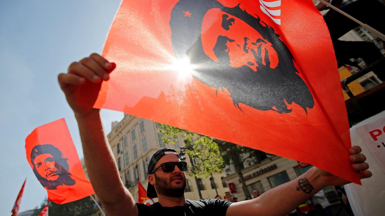 Che Guevara je oblíbeným symbolem radikální levice. Ilustrační foto