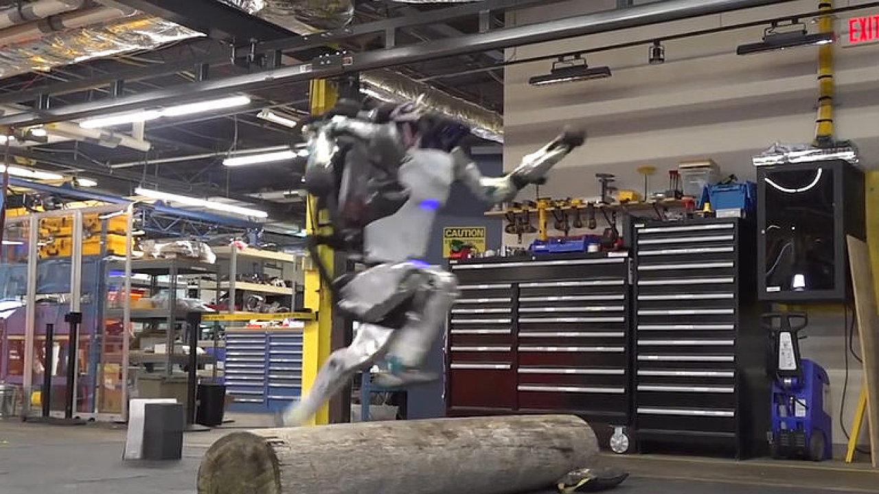 Boston Dynamics sestrojili robota, který zvládá překážkový běh