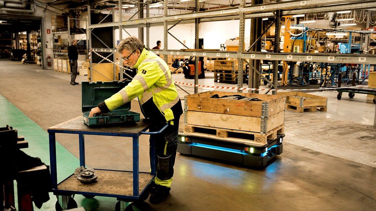 Počty autonomních mobilních robotů v logistice rychle rostou.