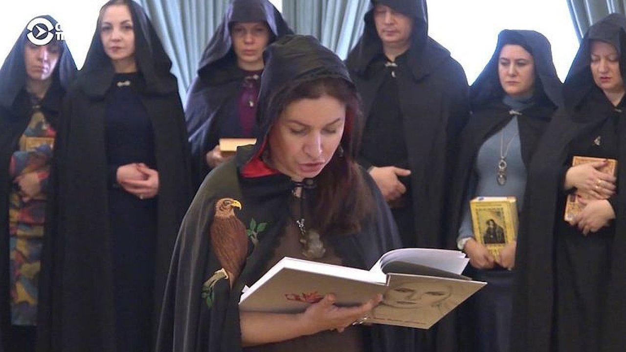 Ruské čarodějky fandí Putinovi a kouzlí proti jeho nepřátelům