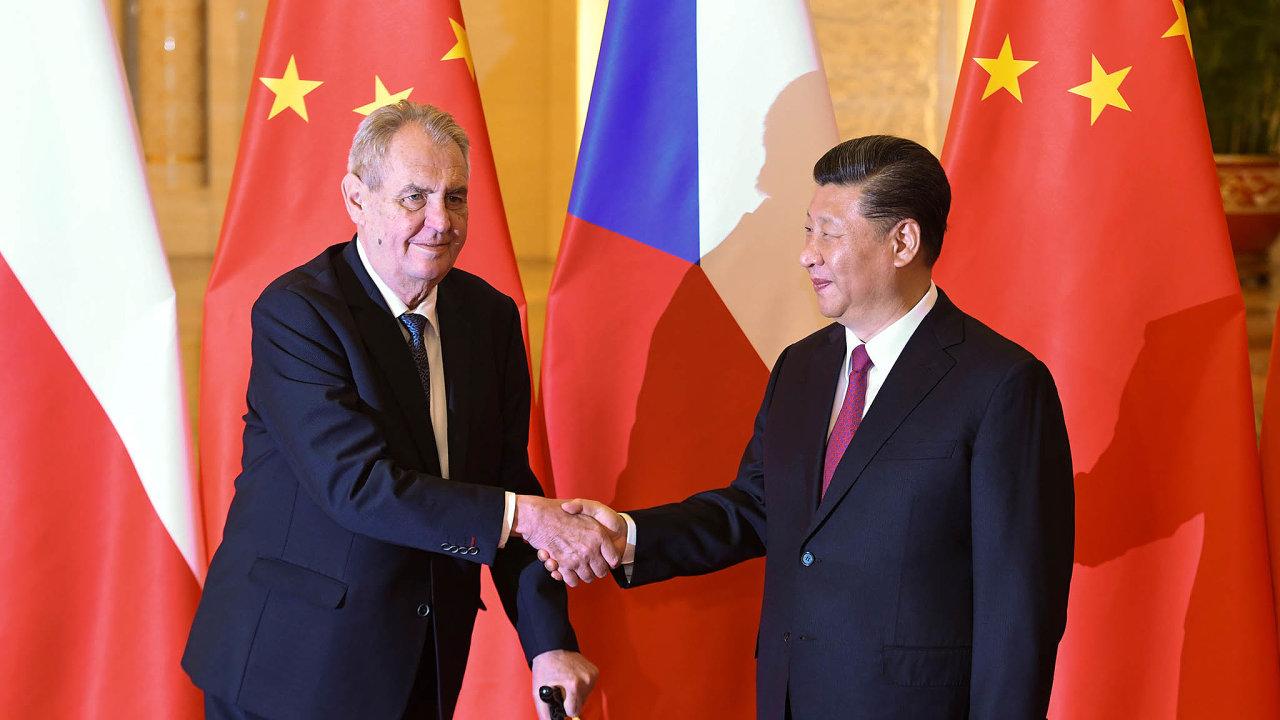 Vletech 2015 a2016 nastala vČesku čínská nákupní horečka, ikdyžZemanem slibovaný příliv 223 miliard korun včínských investicích senikdy neuskutečnil.