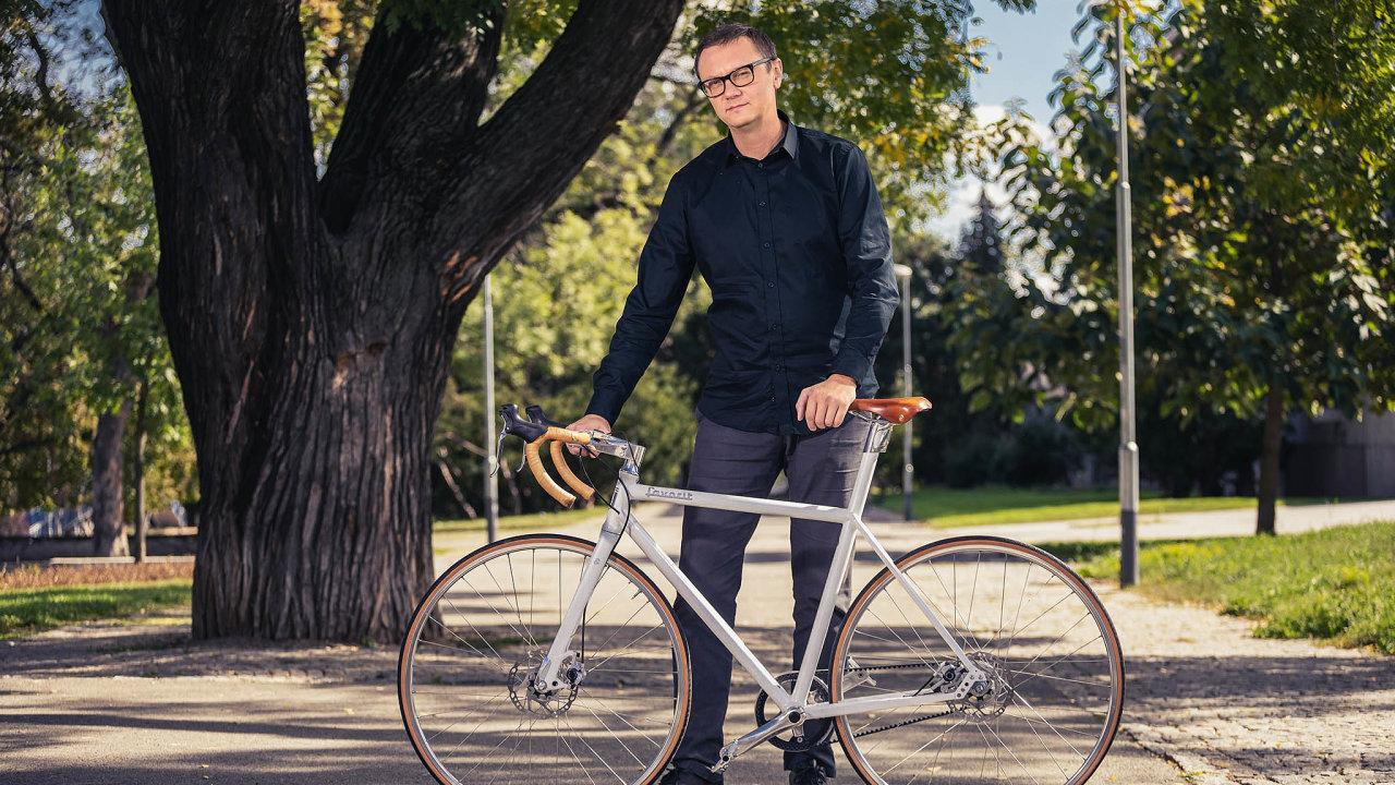 Designér Petr Novague vroce 2016 smodelem nového Favoritu získal dvě prestižní mezinárodní ceny.