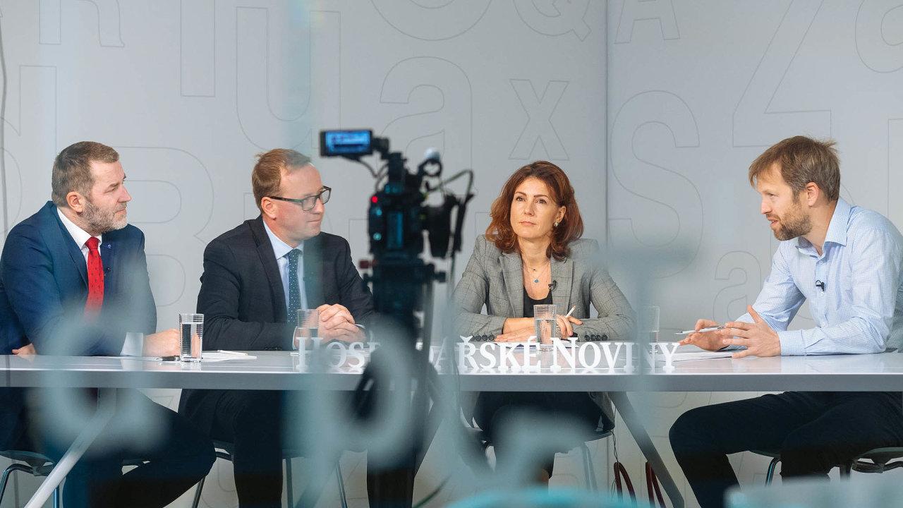 Debaty HN se zúčastnili (zleva): Josef Kašpar (Výzkumný azkušební letecký ústav), Jakub Hoda (Aero Vodochody) a Martina Tauberová (MPO). Moderoval editor speciálních projektů Tomáš Wehle.