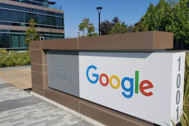 Z vedení společnosti Alphabet koncem loňského roku odstoupili zakladatelé firmy Google Larry Page a Sergey Brin.