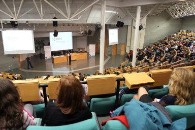 Mezinárodní srovnání ukazuje, že Česko vevýdajích navysoké školy daleko zaostává zavyspělým světem.