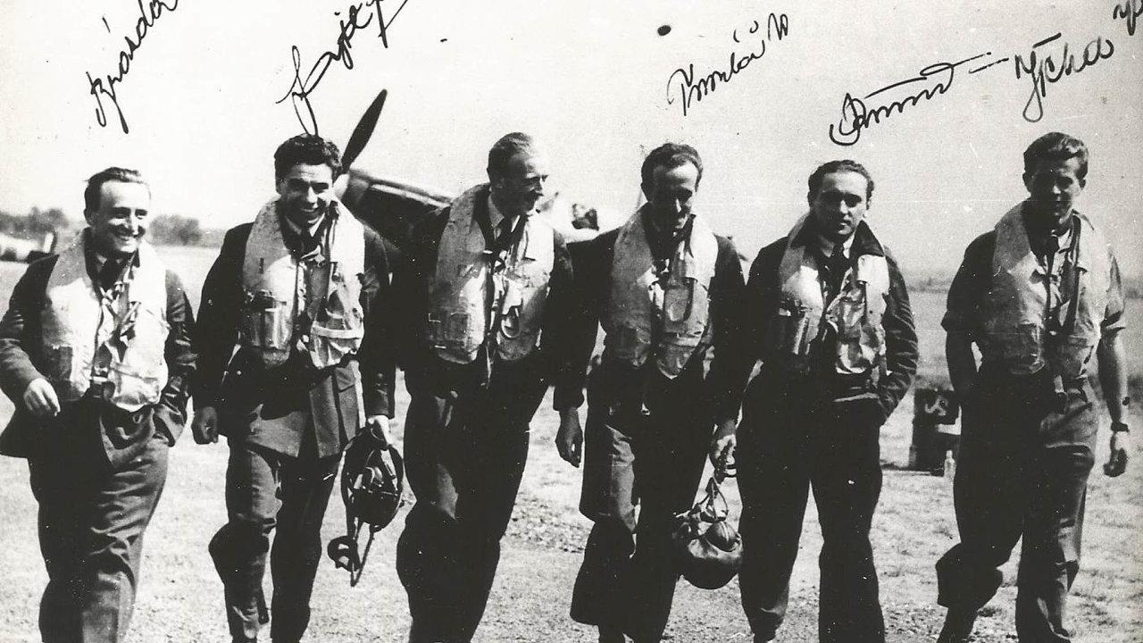 Pilot František Fajtl na historické fotografii.